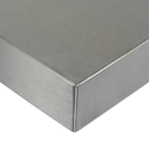 Polissage des pieces de metal pour un fini soigne et impeccable